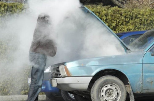 Tài xế cần làm gì khi động cơ xe ô tô quá nóng?