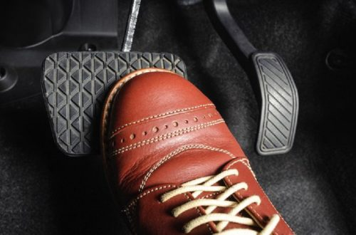 Sử dụng phanh và an toàn trên xe số tự động