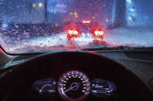 Nguyên tắc cần nắm khi lái xe ô tô dưới trời mưa bão